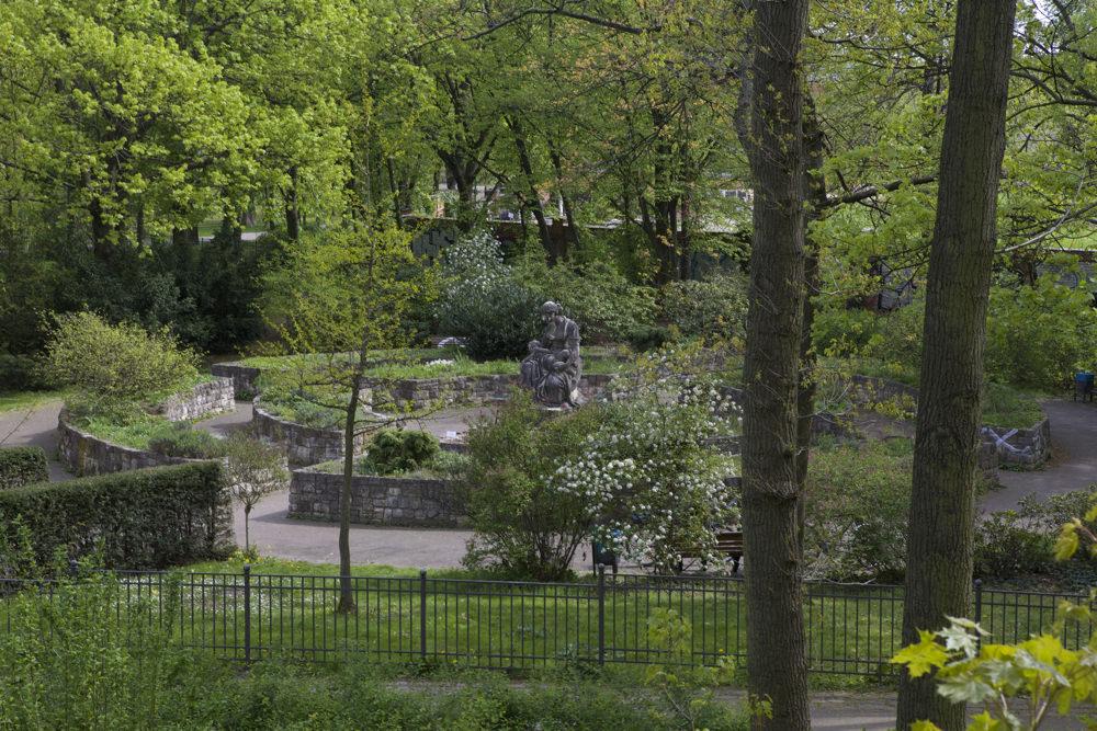Volkspark Friedrichshain - Duft und Behindertengarten