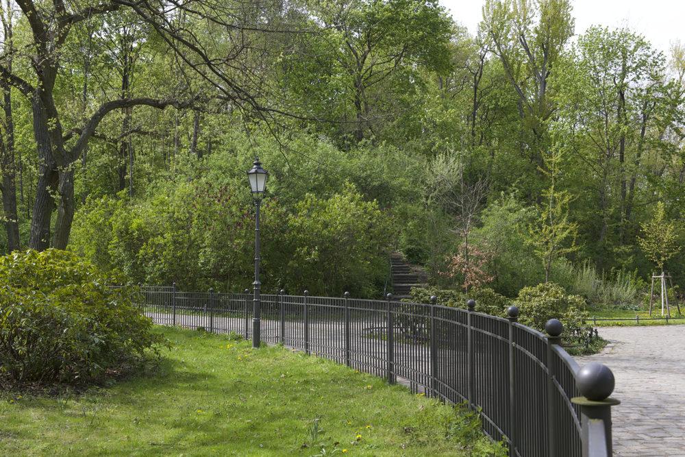 Volkspark Friedrichshain - Weg zum Duft und Behindertengarten