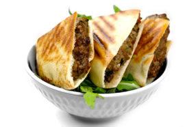 Arayes Kafta | Geröstetes Fladenbrot mit Hackfleisch | Libanesische Küche Berlin | Qadmous