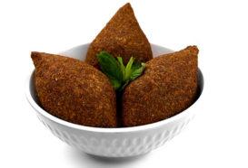 Kibbeh Mekliye | Klöße mit Bulgur und Hackfleisch |  Libanesische Küche Berlin | Qadmous