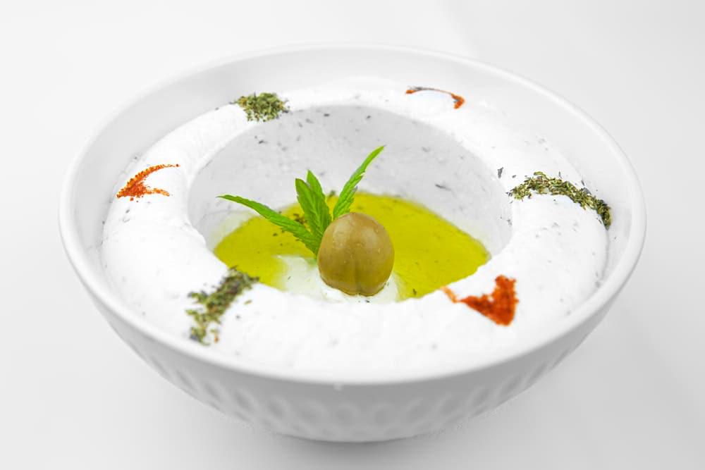 Labneh | Frischkäse mit Olivenöl | Libanesische Küche Berlin